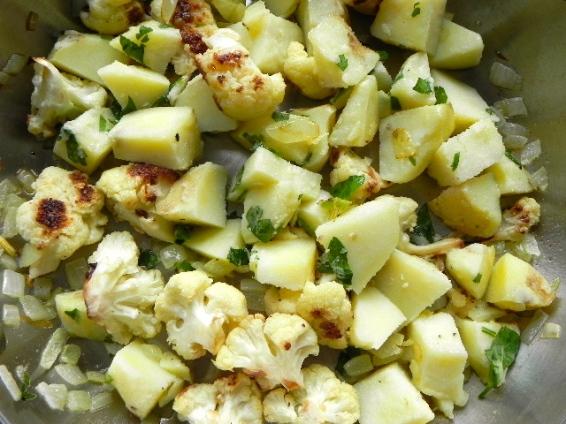 cauliflower & potato in pan