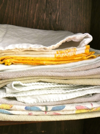 cloth napkin stack