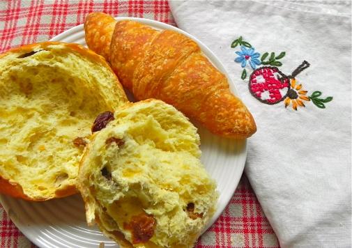 raisin bun & croissant