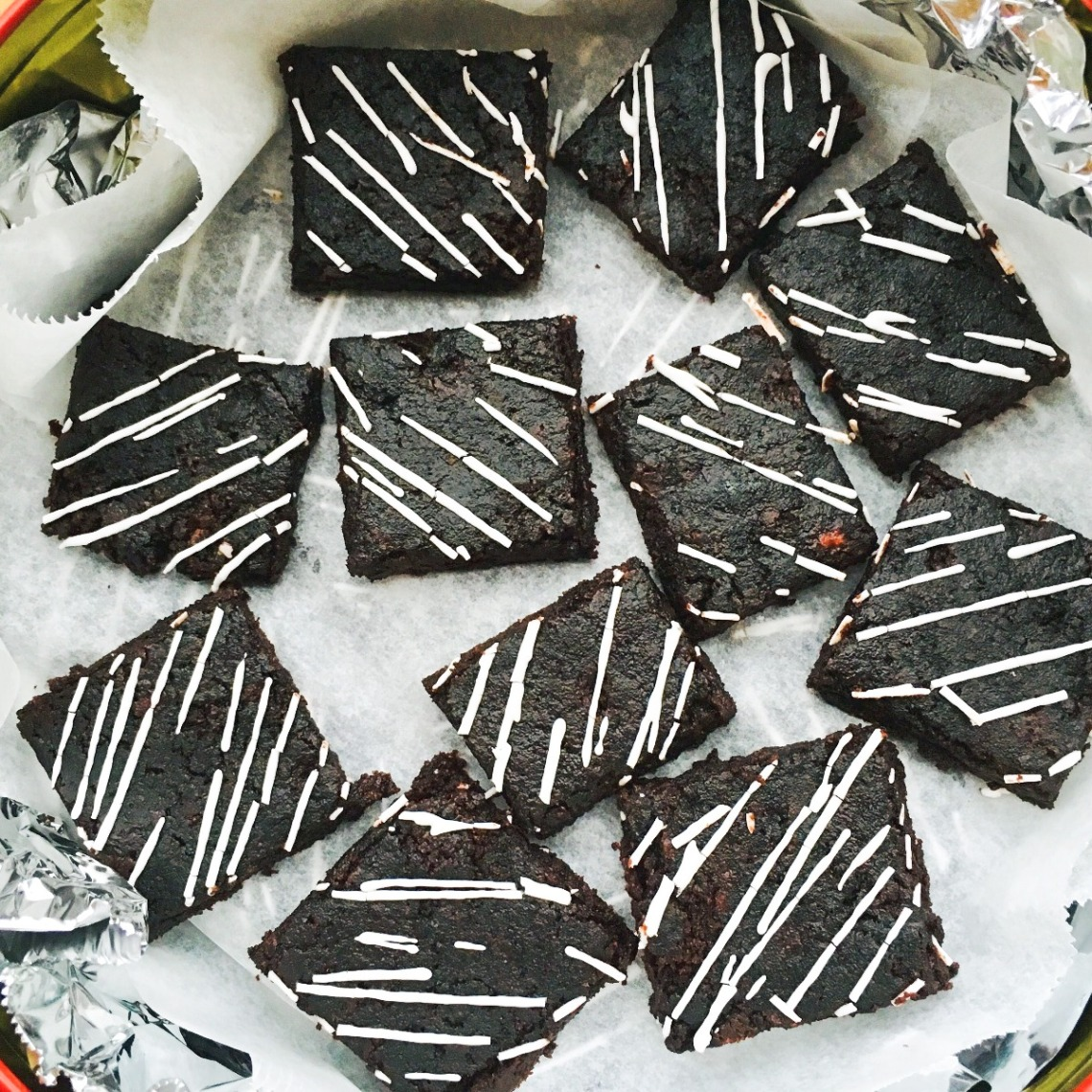 candy cane brownie bites