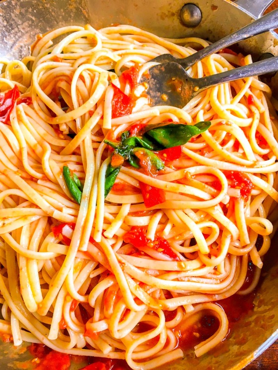 linguine with fresh sauce and basil